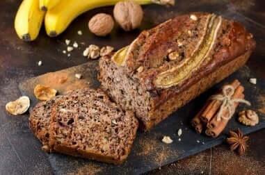 इस शानदार शहद, दालचीनी बनाना ब्रेड को आजमाइए