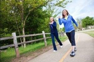 वाकिंग सेरोटोनिन लेवल बढ़ाता है