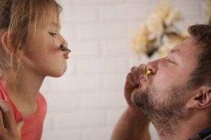 एक मजबूत महिला की परवरिश के लिए पिता को टिप्स