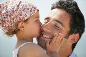 बेटी को एक मजबूत महिला बनाने के लिए उसमें आत्मसम्मान विकसित करें