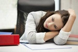 डिप्रेशन का आपके मस्तिष्क प्रभावित करना आपकी सामग्रिक सेहत को कैसे प्रभावित करता है