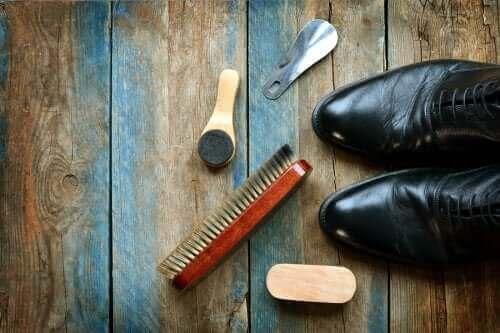 लेदर शू कैसे साफ करें: 5 उपयोगी टिप्स