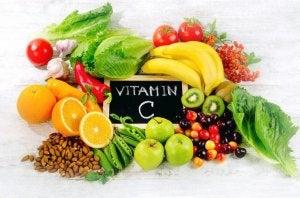 त्विवचा को 40 की उम्र : विटामिन C और E की अपनी खुराक बढ़ाएँ