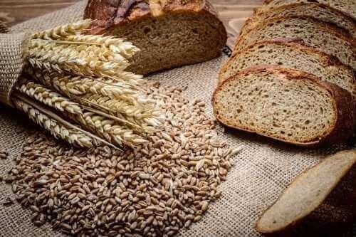 होममेड राई और स्पेल्ट ब्रेड कैसे बनायें?