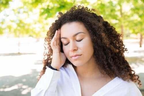 गर्सिमियों में होने वाले सिरदर्रद से कैसे राहत पाएं