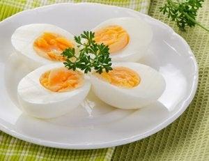 अनिद्रा से मुक़ाबले के लिए बॉइल्ड अंडे