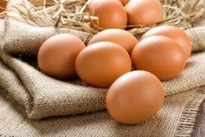 खाद्य जो आँखों की मैक्युलर डीजेनेरेशन को रोकते हैं : अंडे
