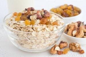 इर्रिटेबल बॉवेल सिंड्रोम में फाइबर की संतुलित मात्रा खाएं