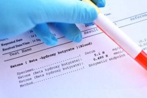 ब्लड टेस्ट में डॉक्टर क्या देख सकते हैं?