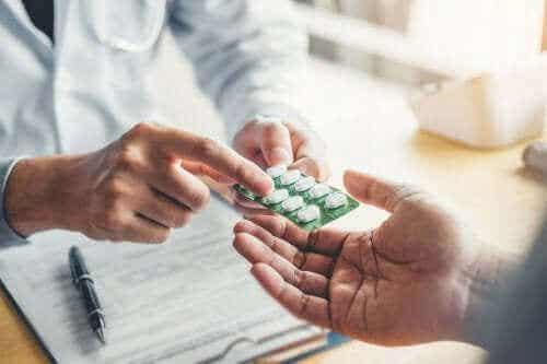 नॉरफ्लोक्सेसिन के उपयोग और साइड इफेक्ट