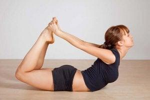 5 योगासन : धनुरासन