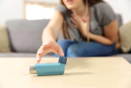 गंभीर एक्यूट अस्थमा : लक्षण और ट्रीटमेंट