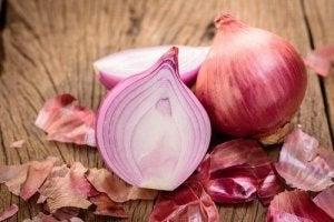 मेलानिन युक्त खाद्य : प्याज (Onion)