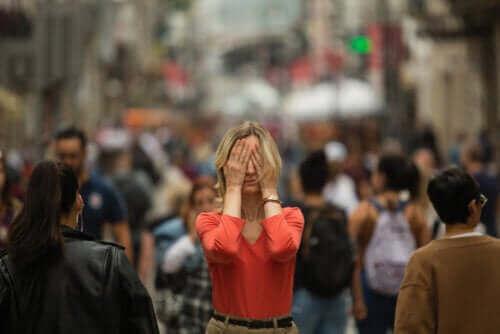 अगॉरफोबिया के लक्षण क्या हैं?
