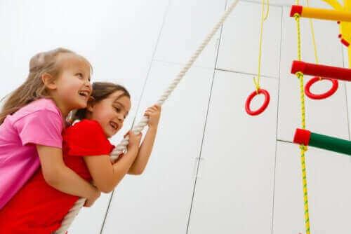 बच्चों के लिए क्रॉसफ़िट एक्सरसाइज़ के फ़ायदे