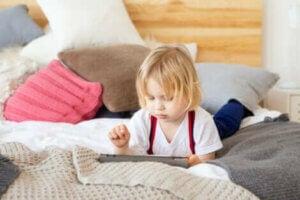 बच्चों में अत्यधिक स्क्रीन एक्सपोजर के जोखिम का वैज्ञानिक अध्ययन