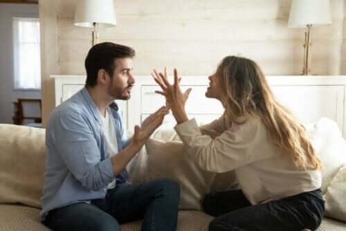 क्या करें अगर आपका पार्टनर बदजुबानी करें