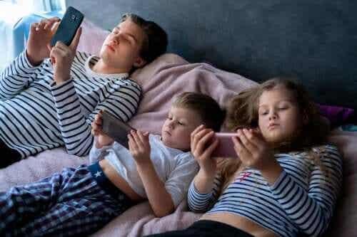बच्चों में अत्यधिक स्क्रीन एक्सपोजर का जोखिम
